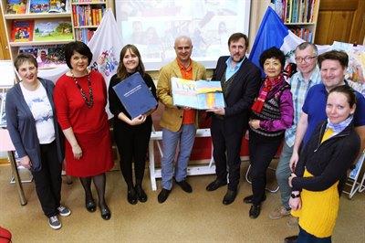 Книга «Байкал — вокруг света» вернулась из кругосветного путешествия в Иркутск